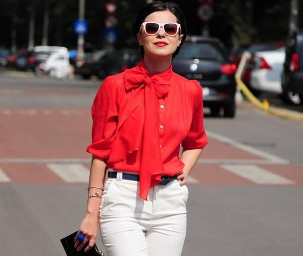 красная блуза с бантом