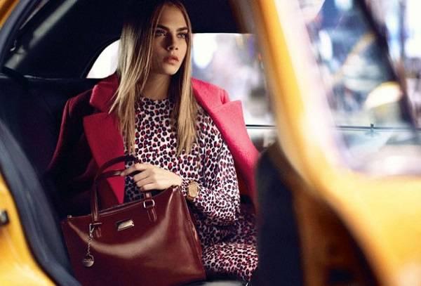 красный плащ и леопардовое платье