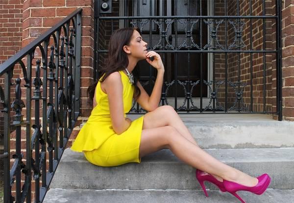 стильное желтое платье