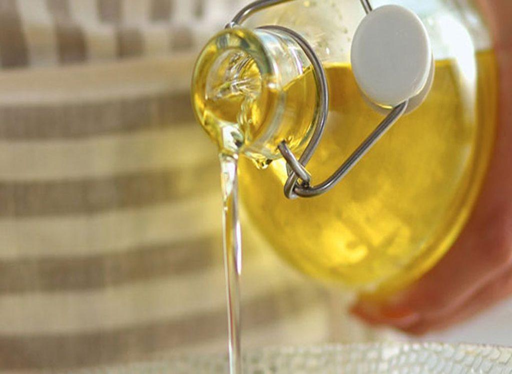 Как вывести пятна растительного масла с одежды
