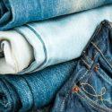 Пятно от машинного масла на джинсовой ткани